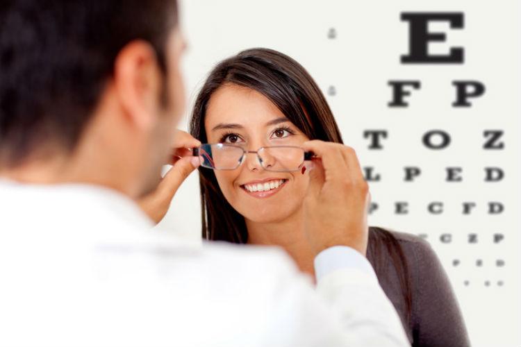 adultos con miopía